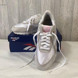 b1559f8bc0b Women s Reebok White Running Shoe Sneaker Size 8